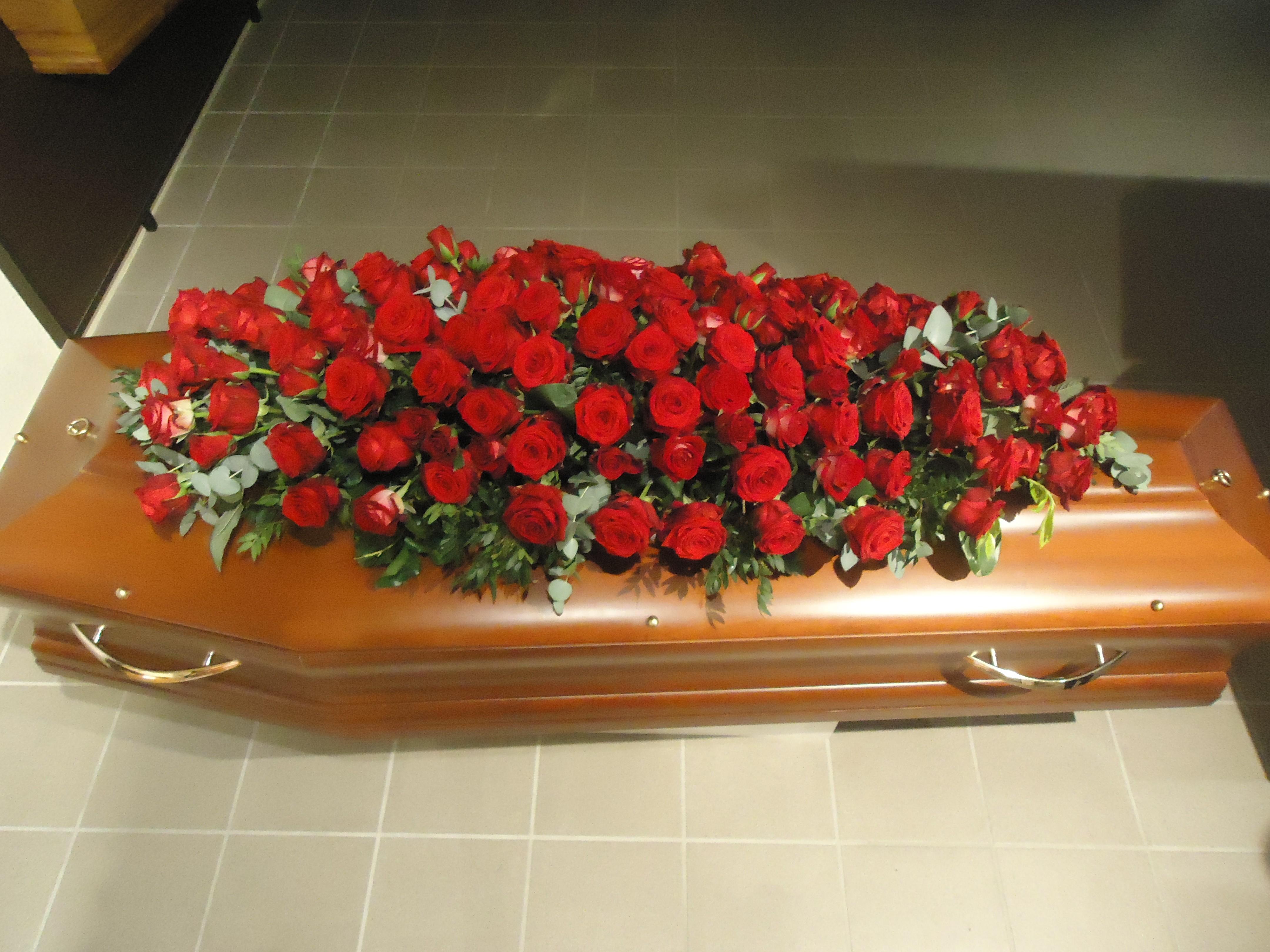 Dessus de cercueil dessus de cercueil en roses dessus de for Fermer la fenetre