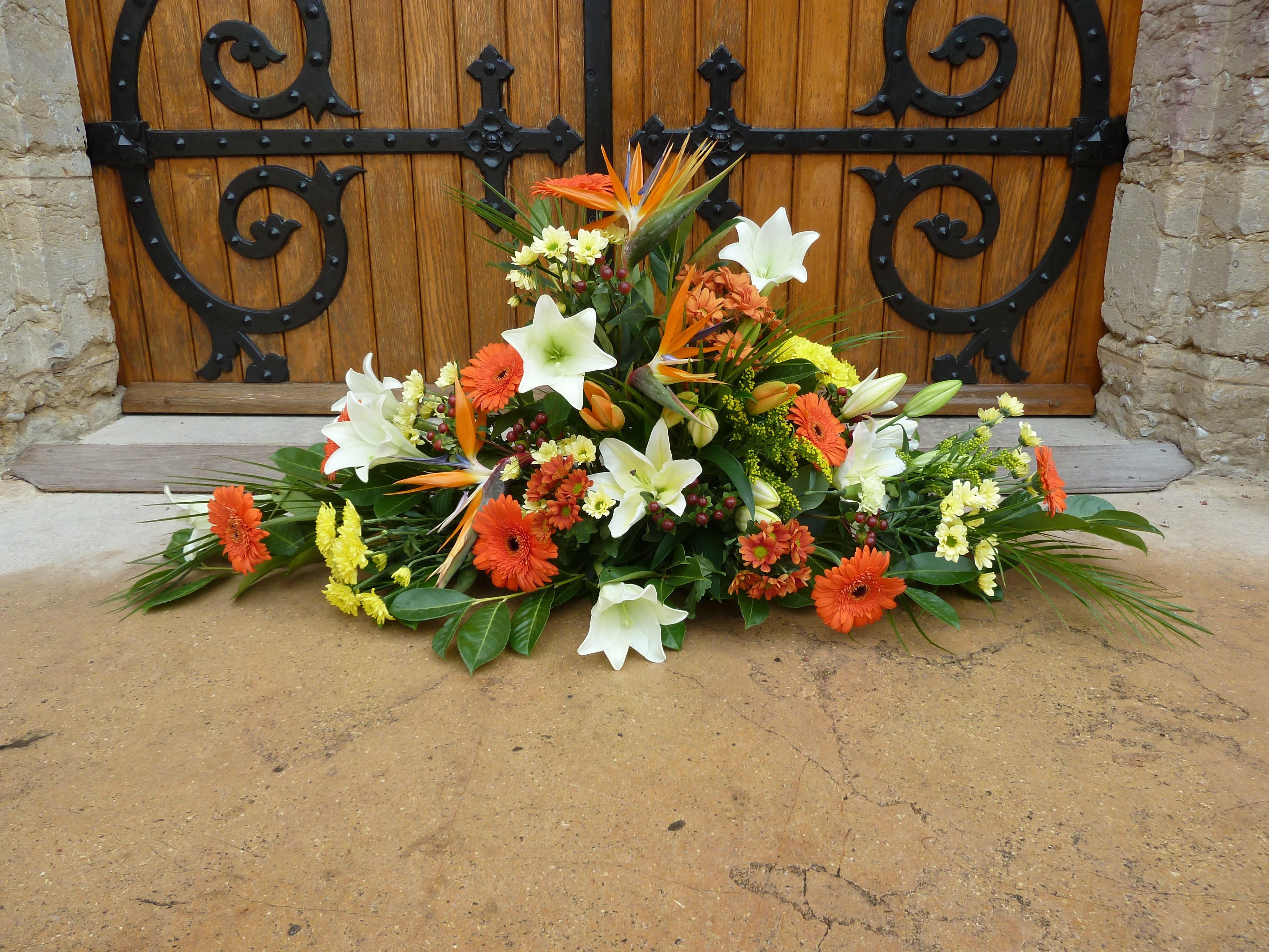 Fleurs devant de tombe composition fleurs enterrement for Ferme la fenetre