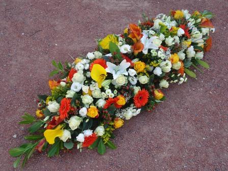 Offrir des fleurs pour un deuil.
